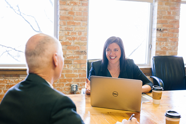 two people having a one to one meeting