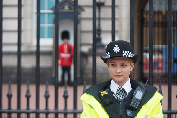 policewoman standing in front of Buckingham palace