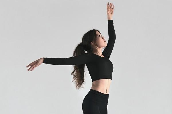 a female solo dancer